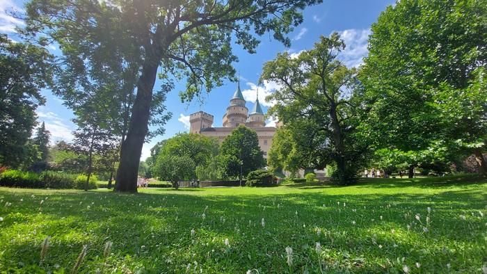 Už na jar vznikne v Starom Meste zelený park s novým detským ihriskom, zmeny sa plánujú aj v Ružinove vo Weclerovom parku