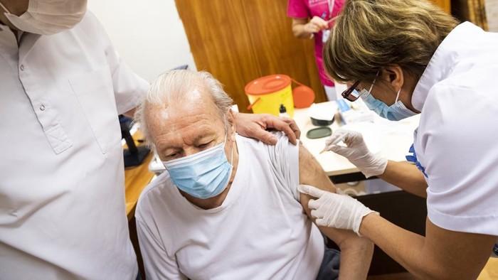 A koronavírus elleni védőoltásról egy tanszékvezető főorvossal