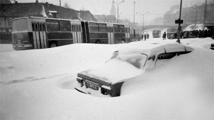 Bratislava en 1987 sufrió una calamidad de nieve extrema