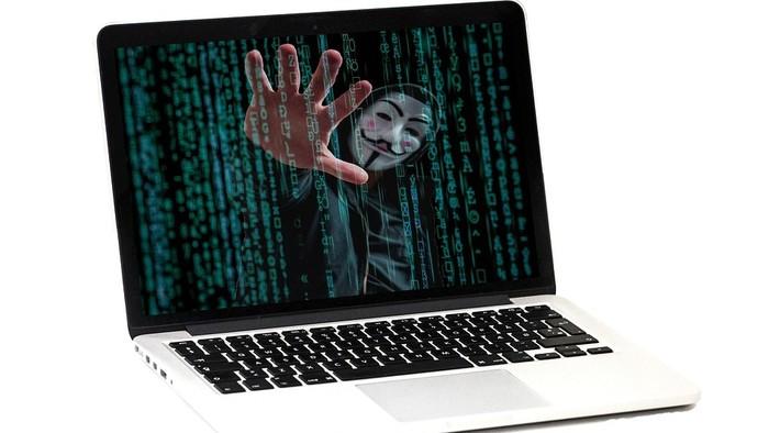 Podvodníci poľujú na internete na seniorov aj osamelé ženy