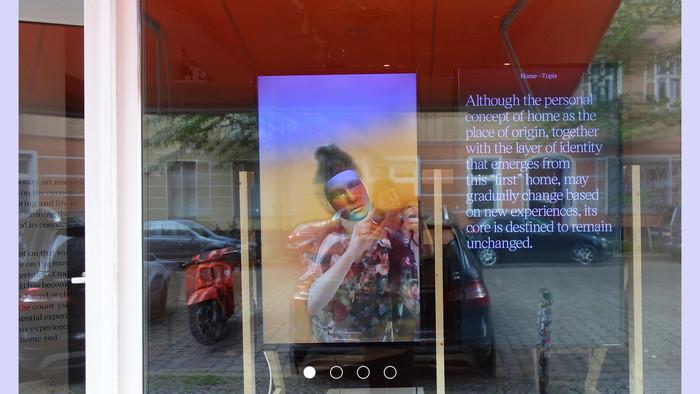 Výstavu štyroch slovenských umelkýň premietajú na oknách berlínskej galérie