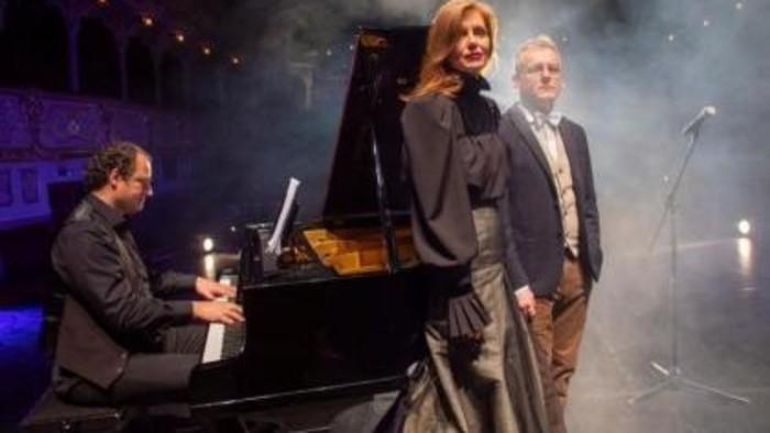 Roland Tóth pozýva na večerný prenos inscenácie Manželstvo v piesňach