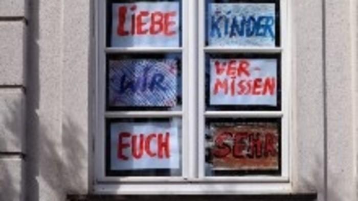 Németországban újra visszaülhetnek a padokba a gyerekek