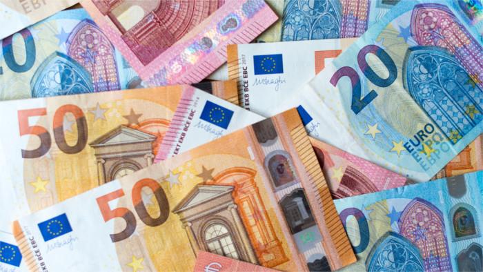 В Тренчине продают евробанкноты с изображением местного замка