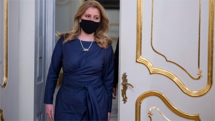 Čaputová rendirá homenaje a las víctimas del coronavirus