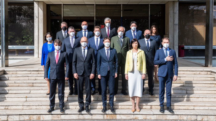 Президент назначила новое правительство Э.Хегера