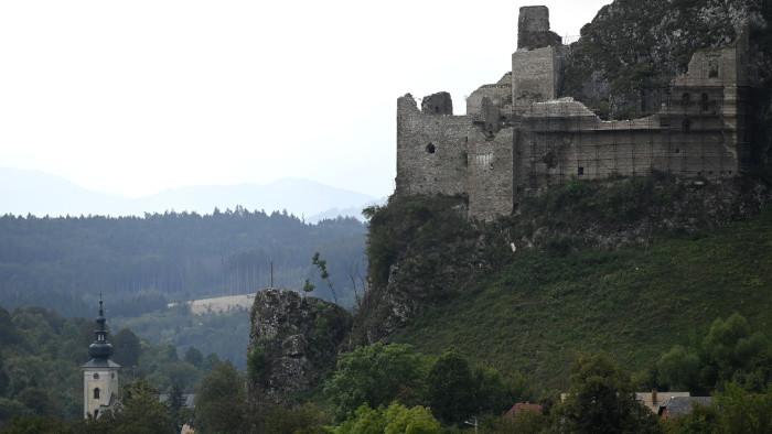 Koniec projektu obnovovania hradov dlhodobo nezamestnanými