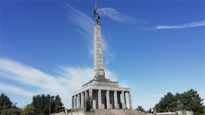 Visita del monumento Slavín con Sergi Lara