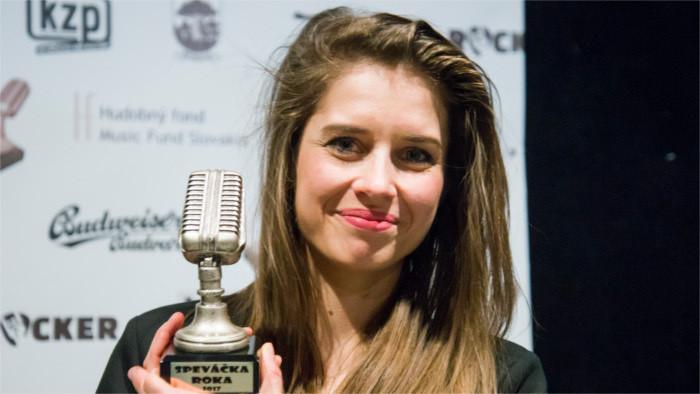 Liedermacherin Sima Martausová im Gespräch für RSI