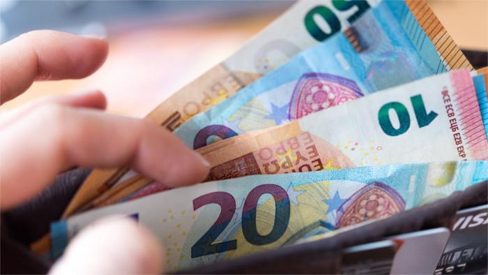 Príjmy Slovákov výrazne zaostávajú za mzdami v západných krajinách