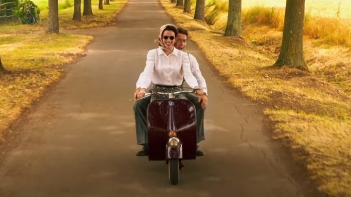 Príbeh zrodu ikonického skútru v romantickom filme Piaggio