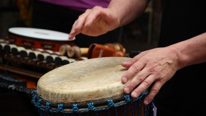 Časový priebeh hudby, hudobný rytmus, rytmické cítenie, takt a taktové predznačenie