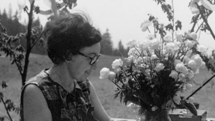 Rodostrom - spomíname na folkloristku Soňu Burlasovú