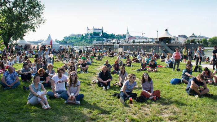 Открылся пляж на  набережной Дуная
