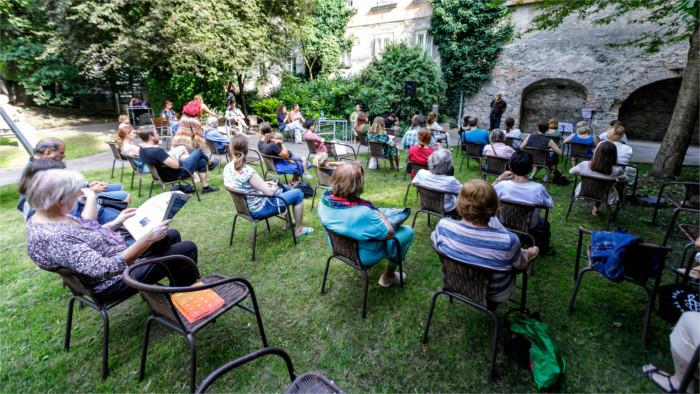 «Летняя читальня» открылась в Братиславе