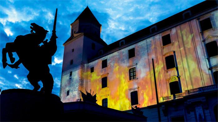 Видеопроекция пожара на Братиславском замке