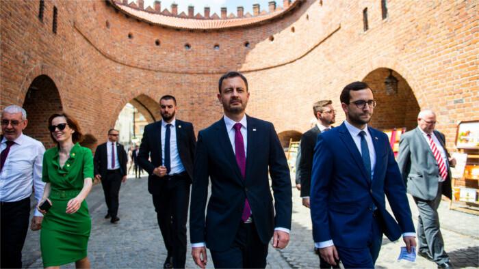 Heger cumplimenta su visita oficial a Polonia