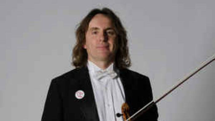 A Peter Biely, el violín de la Orquesta Ciudad de Granada, le encantan tanto el tango como el flamenco
