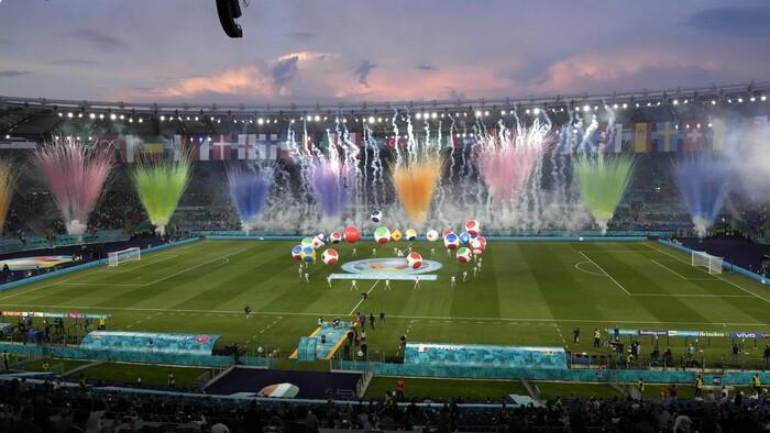 Európsky šampionát otvorili vo veľkom štýle. Spieval aj Andrea Bocelli