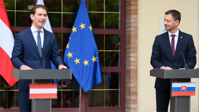 El jefe del gobierno Eduard Heger se entrevistó con el canciller austríaco Sebastian Kurz