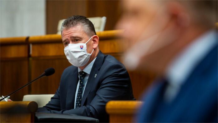 Interior Minister Mikulec survives no-confidence vote