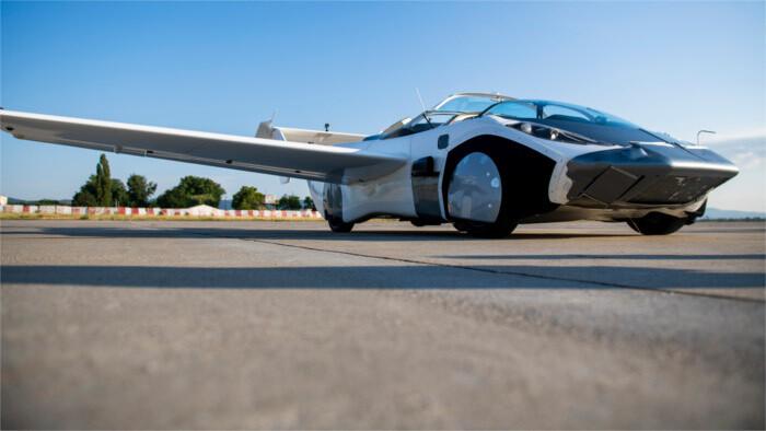 La voiture volante de Štefan Klein /lauréat du Prix Weiner Kráľ/