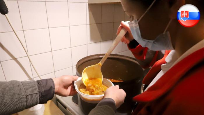 Slováci pod hranicou príjmovej chudoby