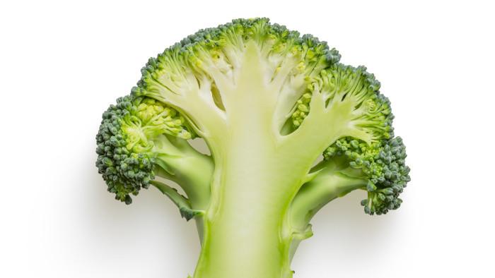 Panenka s brokolicovými zemiakmi a strúhaným syrom