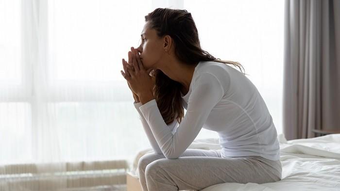 Päť štádií ľudského smútku po smrti blízkej osoby