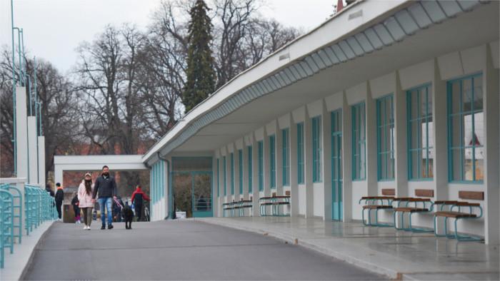 Die Kolonnaden-Brücke in Piešťany nach der Rekonstruktion als Kultur- und Einkaufsmeile
