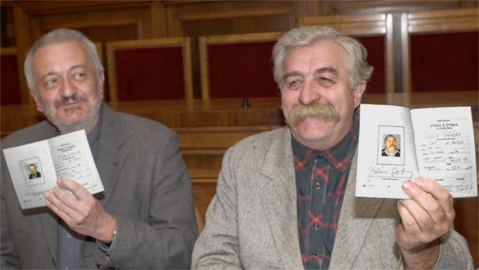 Pamätné dlaždice M. Lasicu a J. Satinského