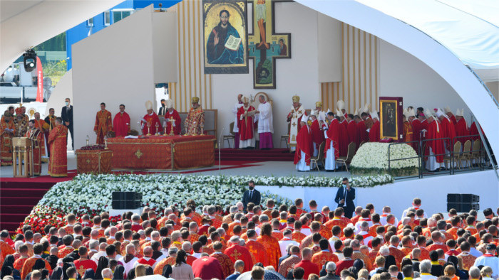 El Papa Francisco celebra misa en el Este de Eslovaquia