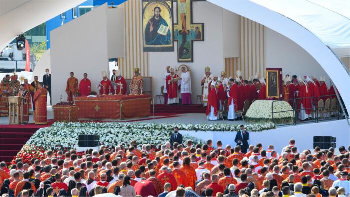 Сегодня Папа Римский Франциск отбыл в Кошице и Прешов