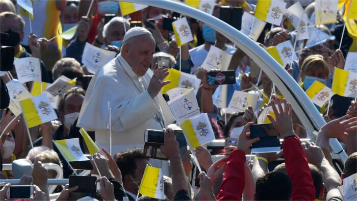 Von der Liturgie in die Romasiedlung: Papst besucht Ostlowakei