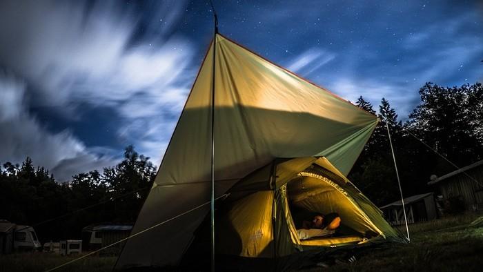 Nocovanie pod holým nebom