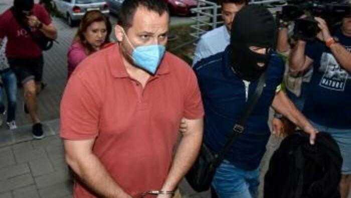 Trojca vyšetrovateľov skončila vo väzbe