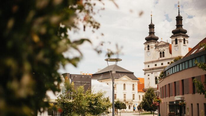 Steny verejných budov v Trnave skrášľujú diela streetartových umelcov
