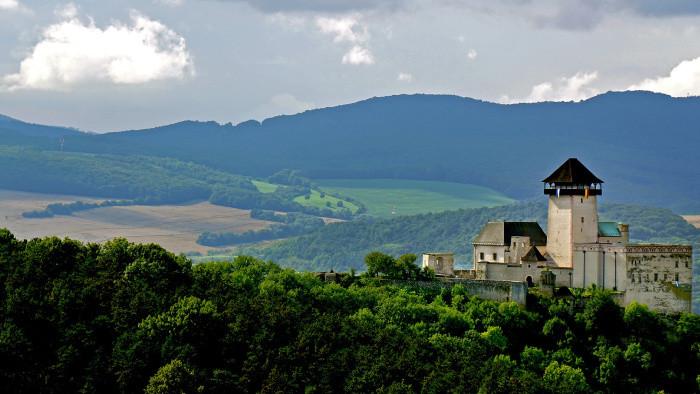 Čerešňový sad v blízkosti Trenčianskeho hradu sa dočkala viacerých noviniek