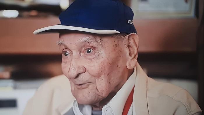 Zoznámte sa so storočným starčekom, ktorý hral na organe