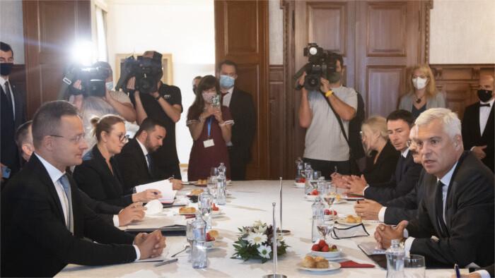 Korčok anuncia cambios en el proceso de compra de terrenos por los países extranjeros