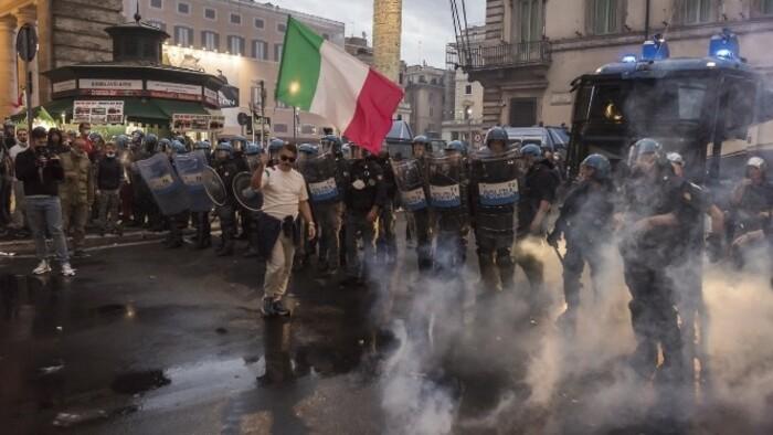 Súlyos rendbontásokba torkollottak Rómában az oltásellenes tüntetések