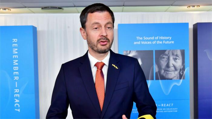 Le premier ministre E.Heger au Forum international sur l'holocauste en Suède