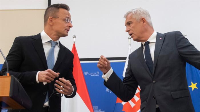 Hungría cede en sus planes de comprar tierra eslovaca
