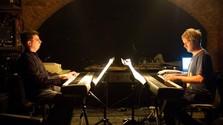 Hudba Philipa Glassa POD PYRAMÍDOU