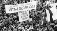 La mayoría de los eslovacos valora positivamente la Revolución de Terciopelo