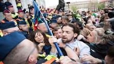 Tüntetni, tiltakozni csak pontosan, szépen...