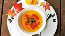 Polievka Hokkaido s pečenými paradajkami a karfiolom