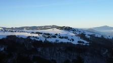 Hófödte hegygerinceken: riport egy sítúráról
