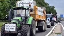 Jönnek a gazdák, zúgnak a traktorok