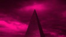 Tisíc hrmených: Aj o tom, kto chce stavať pyramídu obsahujúcu ľudský popol